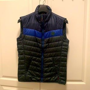 Timberland axis peak vest in size small